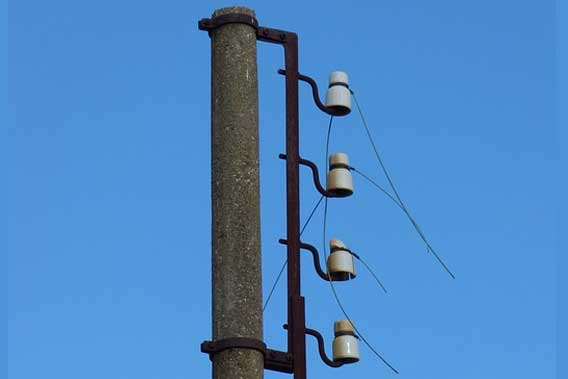 electrical pole with no electricity